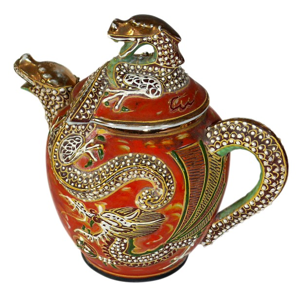 японский антикварный фарфор: чайник с драконом, 1860-е гг.