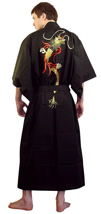 Кимоно запахивается на правую сторону
